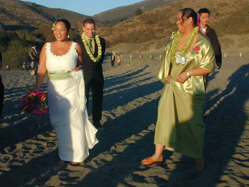 Camille, Dan & Noelle at beach - Note 7